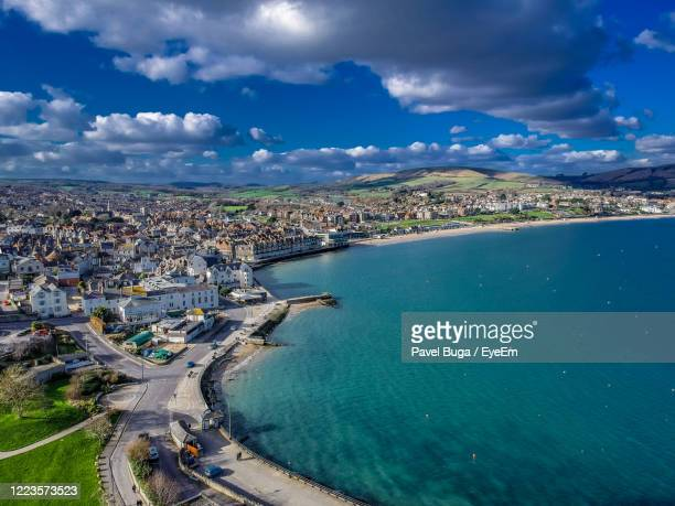 high angle view of town by sea - 英国 ドーセット ストックフォトと画像