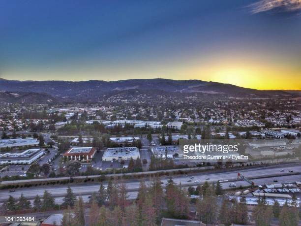 high angle view of townscape against sky during sunset - カリフォルニア州サンタクララ郡 ストックフォトと画像