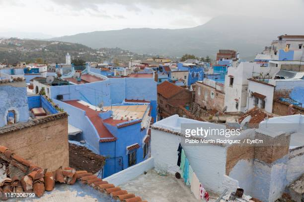 high angle view of townscape against sky - chefchaouen photos et images de collection