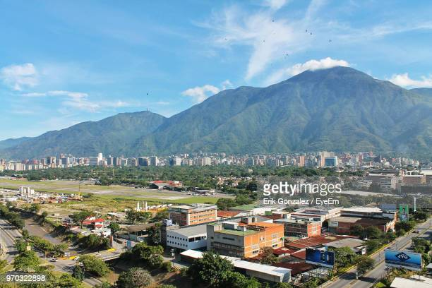 high angle view of townscape and mountains against sky - caracas fotografías e imágenes de stock