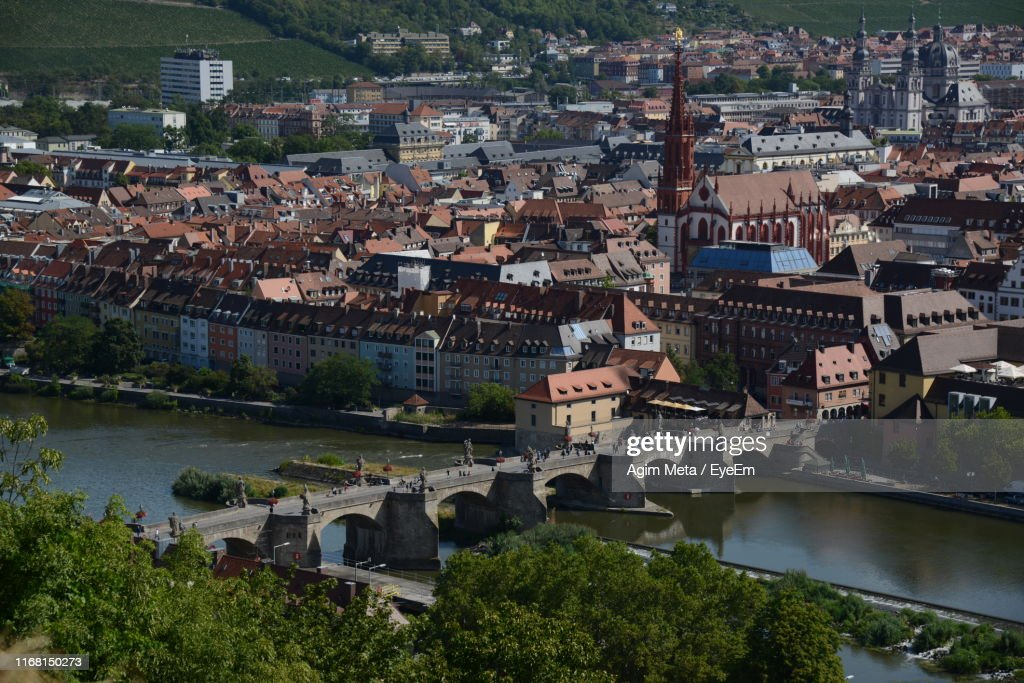 High Angle View Of Townscape By River In City : Stock-Foto