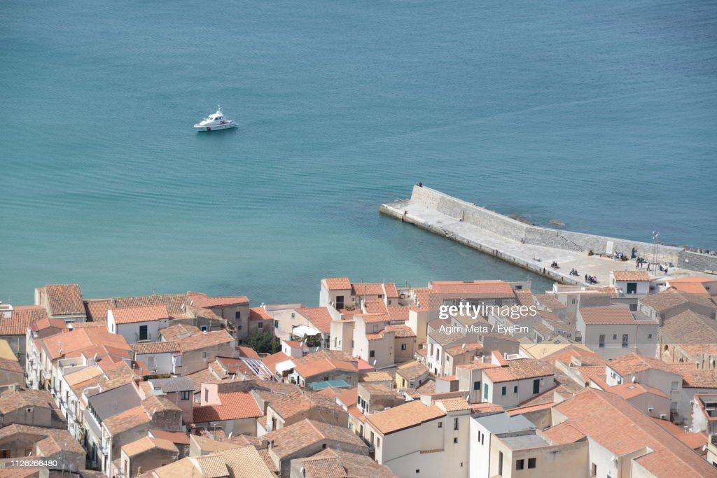 High Angle View Of Townscape By Sea Against Buildings : Stock-Foto