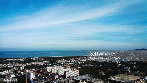 high angle view of townscape by sea against sky - ワイドショット ストックフォトと画像