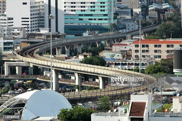 high angle view of traffic in city - barulho stock pictures, royalty-free photos & images
