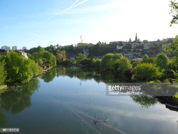 high angle view of trees by lake against sky - ポワティエ ストックフォトと画像
