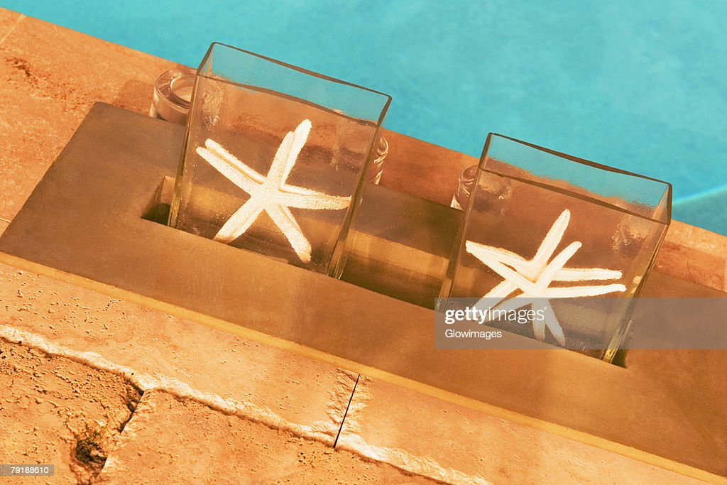High angle view of two starfish at the poolside : Stock Photo
