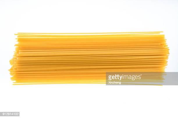 high angle view of uncooked spaghetti - spaghetti stockfoto's en -beelden