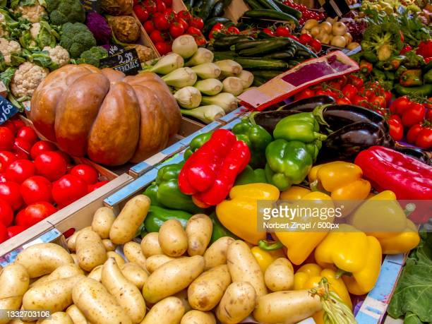 high angle view of vegetables for sale at market stall,provence,france - norbert zingel stock-fotos und bilder