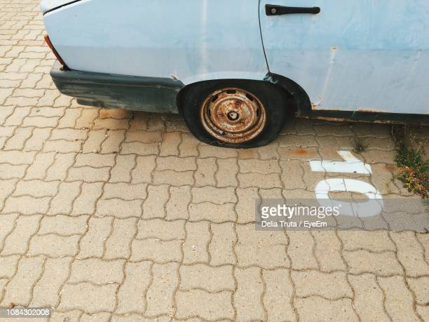 high angle view of vintage car with flat tire - puncturing stock pictures, royalty-free photos & images