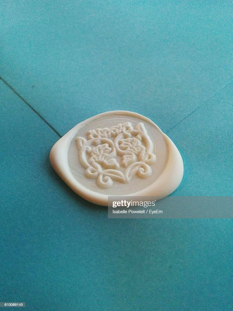 High Angle View Of Wax Seal On Envelope : Stock-Foto