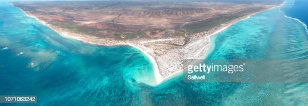 high angle view of western australia coastline - western australia imagens e fotografias de stock