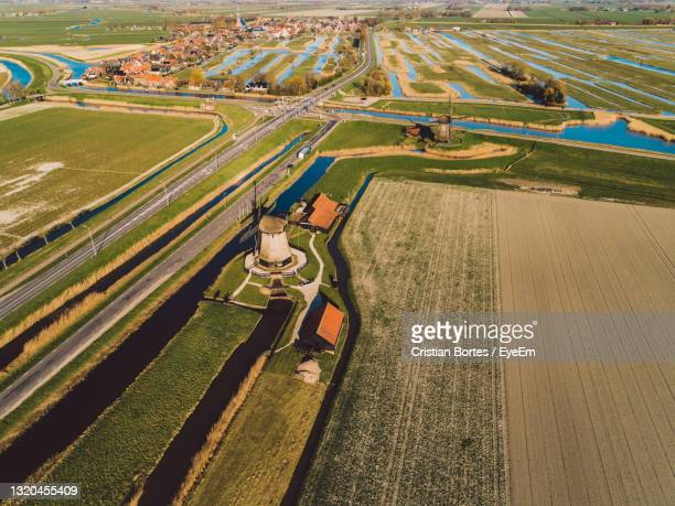 high angle view of windmills in agricultural field - bortes stockfoto's en -beelden