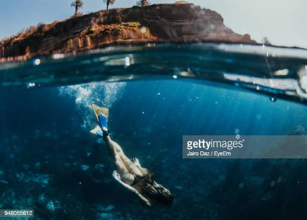 high angle view of woman scuba diving in sea - isla de tenerife fotografías e imágenes de stock