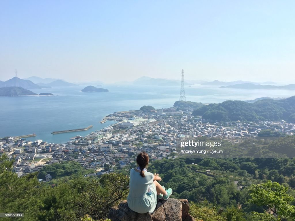 High Angle View Of Woman Sitting On Mountain : Foto de stock