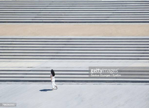 high angle view of woman walking by steps - degraus e escadas - fotografias e filmes do acervo