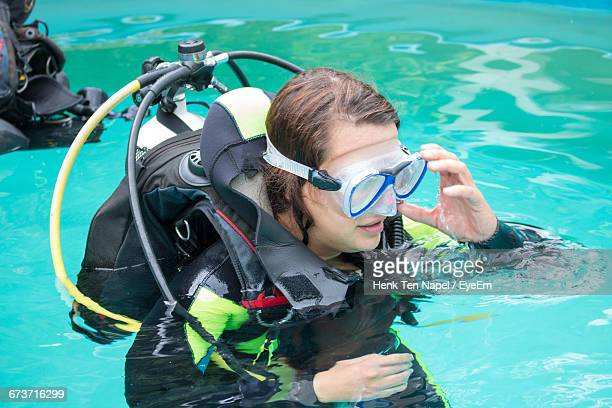 high angle view of woman with aqualung swimming in pool - aqualung diving equipment stockfoto's en -beelden