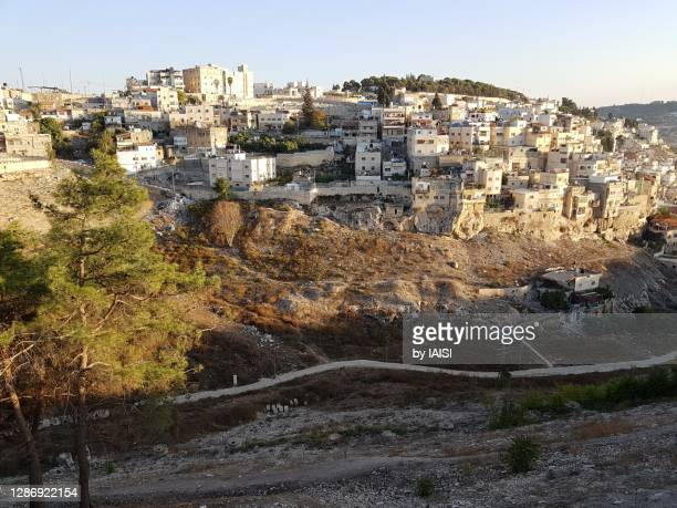 high angle view to the kidron valley, and houses of the village of silwan, built on the rock - east jerusalem stock pictures, royalty-free photos & images