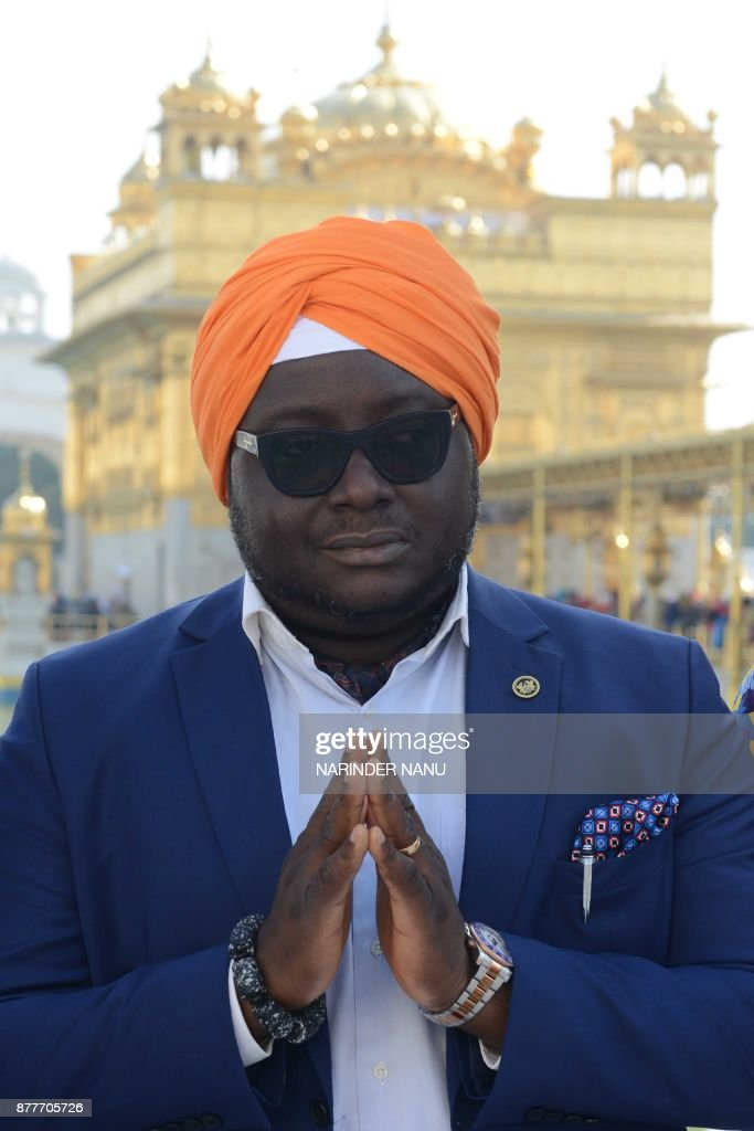 High Commissioner of Ghana Michael Aaron Yaw Nii Nortey visits the Sikh Golden Temple in Amritsar on November 23 2017 / AFP PHOTO / NARINDER NANU
