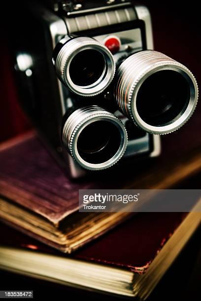 alto contraste vintage velho filme de câmera de vídeo na livros - filme evento de entretenimento - fotografias e filmes do acervo