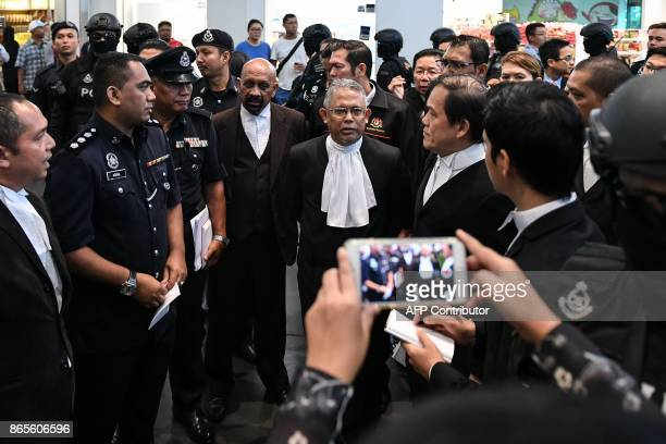 High Court judge Azmi Ariffin and lawyers for Vietnamese defendant Doan Thi Huong Hisyam Teh Poh Teik and Naran Singh talk to each others at the...