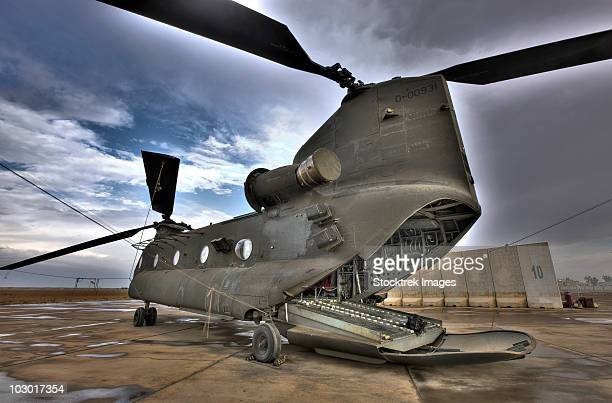 high dynamic range image of a ch-47 chinook helicopter. - ch 47 chinook stock photos and pictures