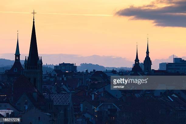 Hohe Erhöhte Ansicht von Bern in der Dämmerung aus Rosengarten