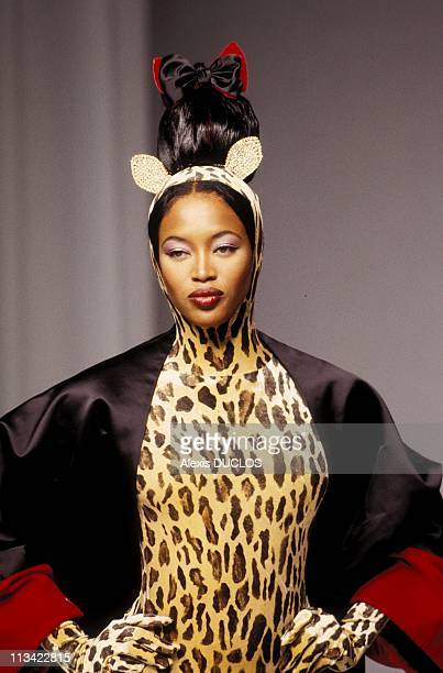 High Fashion Couture FallWinter Details On July 07th 1994 Guy Laroche Naomi Campbell