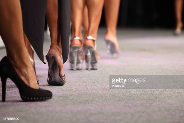 high heels - modeshow stockfoto's en -beelden
