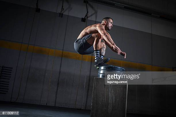 salto de altura - human limb stock pictures, royalty-free photos & images