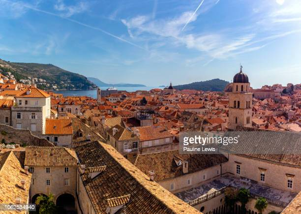 a high level view of dubrovnik old town - ドブロブニク ストックフォトと画像