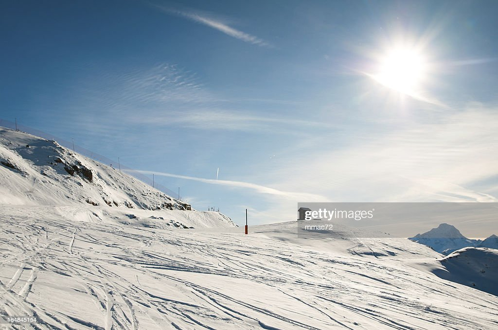 高い山の景観に晴れた日 : ストックフォト