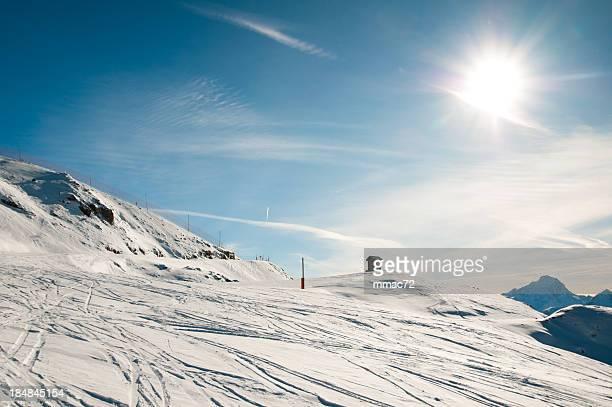Paisagem de montanha no dia de sol