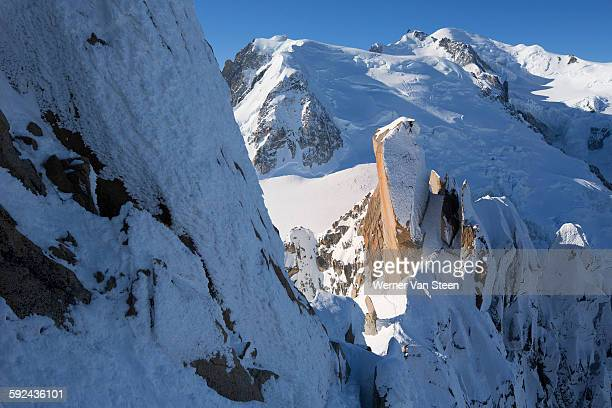 high mountain peaks of chamonix - nature stockfoto's en -beelden