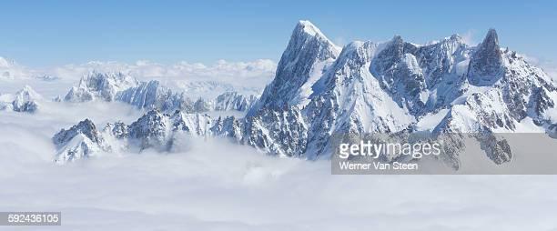high mountain peaks of chamonix - nature stockfoto's en -beelden