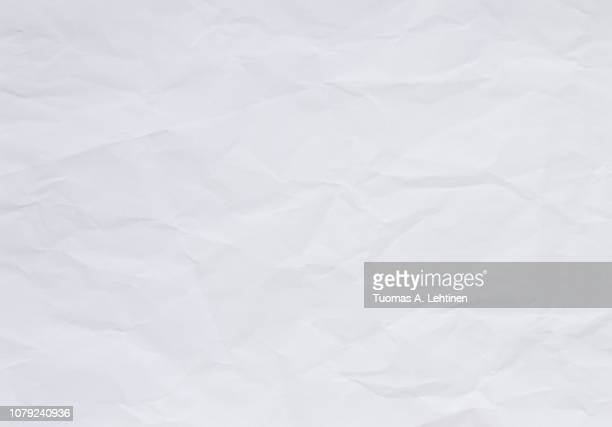 high quality crumpled white and blank paper sheet texture background. - en papier photos et images de collection