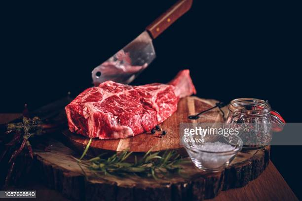 high quality t-bone steak - raw food stock pictures, royalty-free photos & images