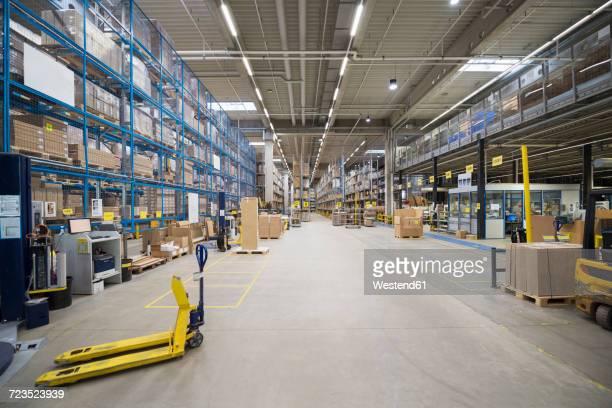 high rack warehouse in factory - lagerhalle stock-fotos und bilder