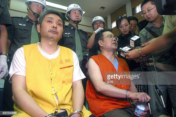 High ranking Chinese officials Zhang Xiaochuan together with his brother Zhang Tianshen talk to the press at the Xian intermediate people's court in...