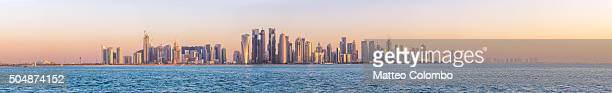 high res panoramic of doha skyline at sunset, qatar - doha photos et images de collection