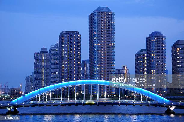 high rise buildings by eitai bridge - 永代橋 ストックフォトと画像
