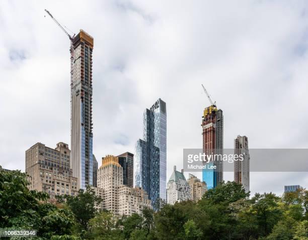high rise towers along central park south - new york - central park manhattan - fotografias e filmes do acervo
