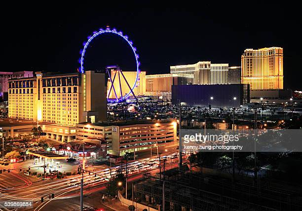 high roller ferris wheel at night - high roller ferris wheel stock photos and pictures