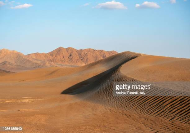 high sand dunes in yazd desert, iran - persian culture stock pictures, royalty-free photos & images