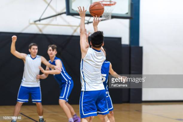 high school basketball scrimmage - sports training camp stock pictures, royalty-free photos & images