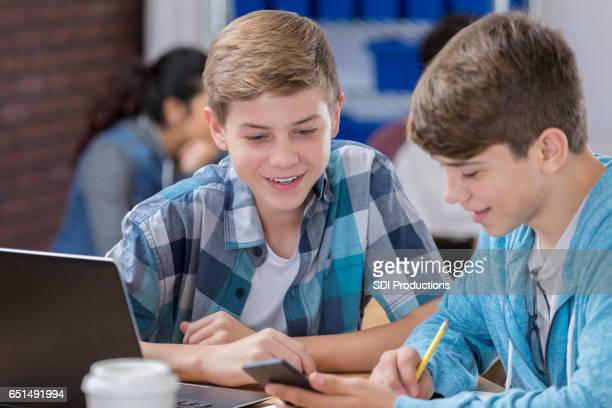 High-School-Freunde in der Klasse