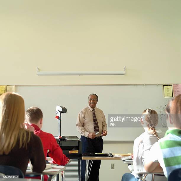high school classroom, view from back of room - overheadprojector stockfoto's en -beelden