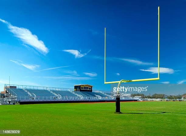 high school football field - campo de fútbol americano fotografías e imágenes de stock