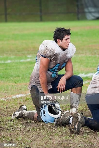 high school Giocatore di calcio dopo una partita impegnativa