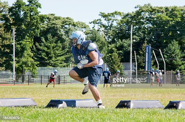 high school football player training - practicing stock pictures, royalty-free photos & images
