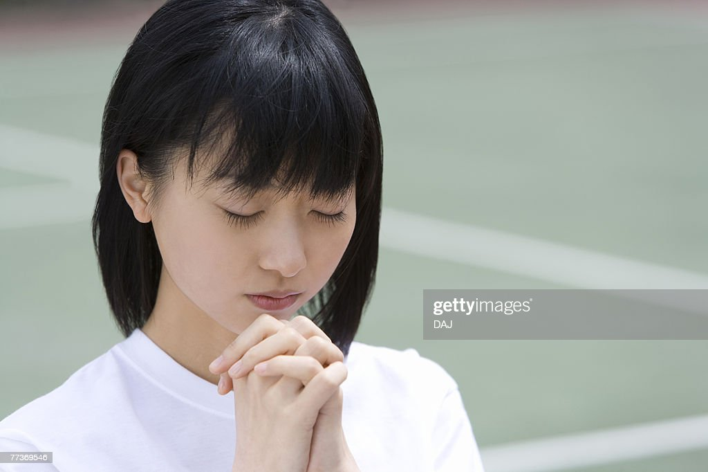 High School Girl Praying for Win : Photo
